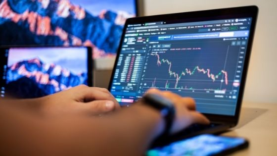 Copy-Trading: Some Benefits and Risks
